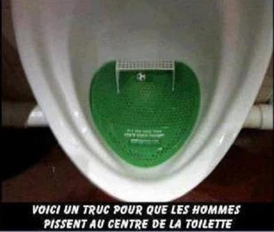 Voici un truc pour que les hommes pissent au centre de la toilette