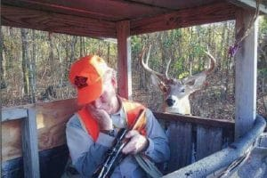 Un chasseur aux aguets …