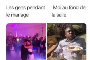 Les gens pendant le mariage.